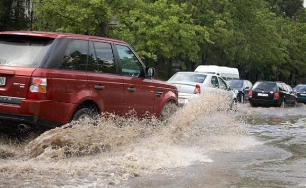 Ravagiile ploii: gospodării inundate, localități fără energie electrică